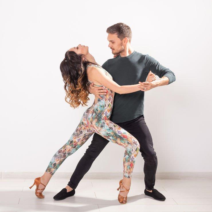 Bachata tańcząca para